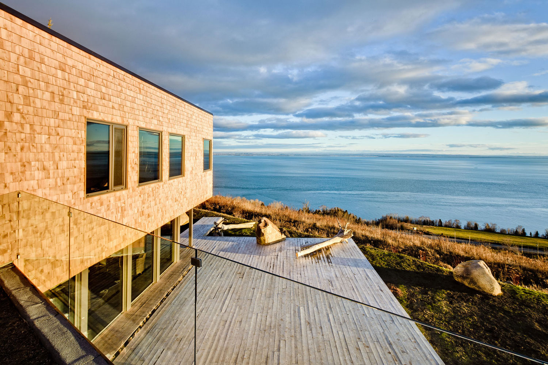 Seaview la mar e house by studio mu panthalassa for Terrace boundary wall design