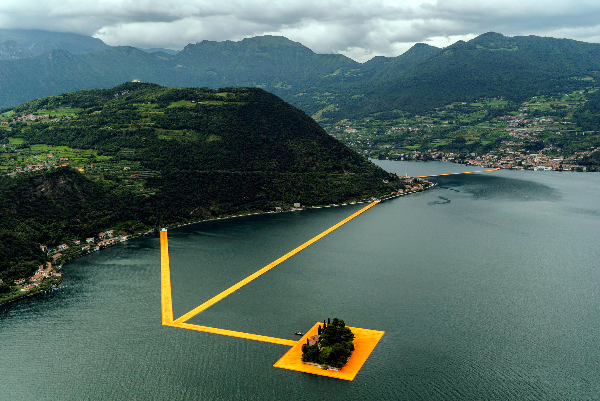 the floating piers christo panthalassa panthalassa. Black Bedroom Furniture Sets. Home Design Ideas