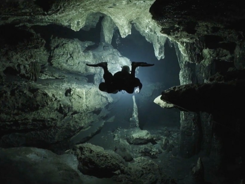 Panthalassa-underwater-diver-cave-oceana