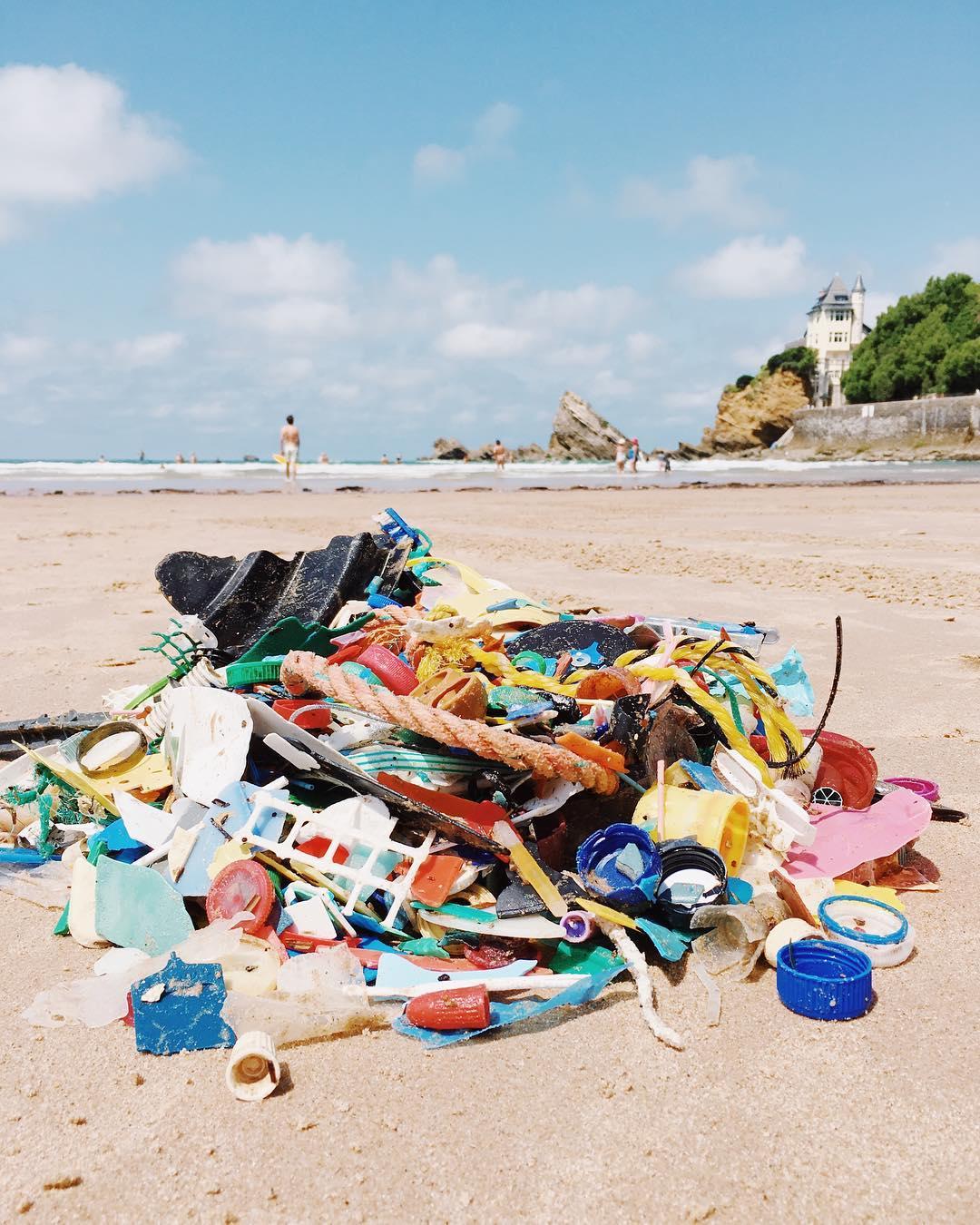 Panthalassa-Rebecca-Kudela_Plastic_Family_Biarritz1